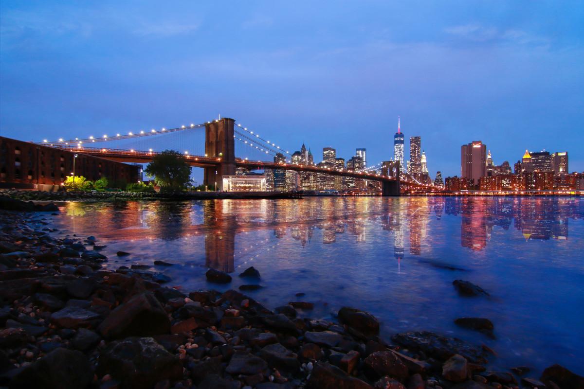 Skyline of the Brooklyn Bridge and Manhattan (New York, USA)